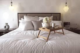 schlafzimmer deko idee beispiel mit bettisch len