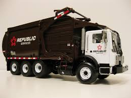 First Gear Republic Services Front Load Garbage Truck. | Flickr