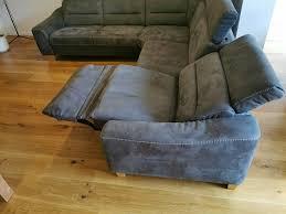graues sofa kopfstützen ausfahrbarer sitz 2 jahre
