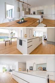 einrichtung küche mit kochinsel und holz esstisch in 2021