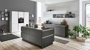 moderne inselküche titan nolte küchen mit front in graphit