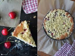 kirsch cheesecake mit streuseln und roten johannisbeeren