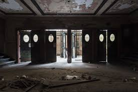 19 Eerie s America s Abandoned Theaters