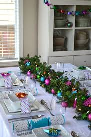 20 DIY Christmas Tablescapes That Will Knock Your Socks Off