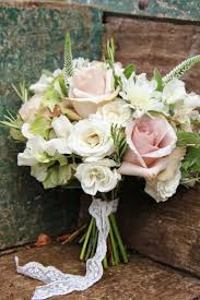 Very Partial To A Rustic Looking Hand Tied Bouquet The Standard Variety Still Look Amazing For Simple One Flower Arrangements And Of Course Wide
