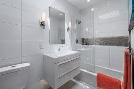large white bathroom tiles e causes