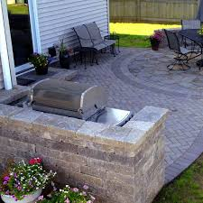Curved Paver Patio and Outdoor Kitchen