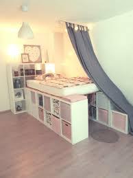 ein hochbett aus ikea kallax regalen kinderzimmer regal