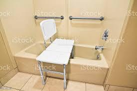 behindertengerechtes bad stuhl stockfoto und mehr bilder andersfähigkeiten