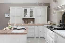 cuisine blanche et armoire de cuisine blanche et bois urbantrott com