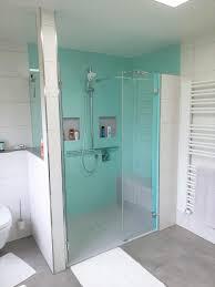 fugenlose dusche für senioren mit sitzbank griffen und