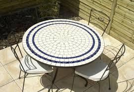 table ronde mosaique fer forge table jardin mosaique ronde 110cm céramique blanche 2 lignes bleue