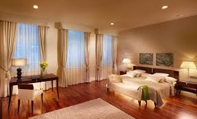 View In Gallery Hotel Style Decor A Modern Room