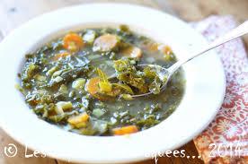 recettes de cuisine avec le vert du poireau soupe de chou frisé kale aux carottes et poireaux les papilles