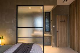 Simple Screen Works As An Efficient Room Divider In The Rustic Bedroom Design Chincs