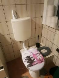 suche jemand der mir mein badezimmer sanieren kann