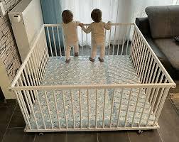 zwillingslaufstall 140x140 laufgitter laufstall kidsmax