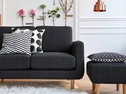 tapisser un canapé leçon de déco relooker canapé sans le changer décoration