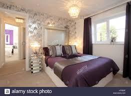 schlafzimmer lila wand caseconrad