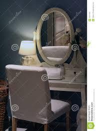 miroir dans chambre à coucher chambre à coucher avec le miroir image stock image du miroir
