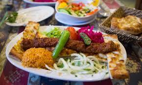 3 gänge balkan ü mit hauptgang à la carte für 2 oder 4 personen im restaurant salash bei bis zu 51 sparen