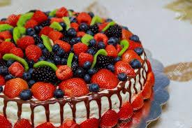 mix beeren kuchen samt kuchen mit schönen beeren erdbeeren himbeeren heidelbeeren