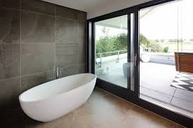 bad architekturbüro zwo p minimalistische badezimmer fliesen