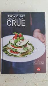 cuisine crue lectures le grand livre de la cuisine crue moins c est mieux