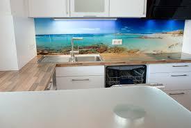 küche in weiss mit motiv glasrückwand