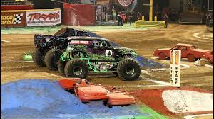 99 Monster Trucks In Phoenix Jam 2011 Blue Thunder Vs Grave Digger Final Race