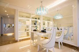 das esszimmer mit luxus möbel