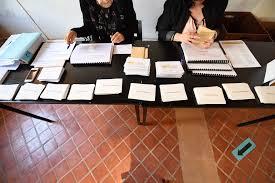 bureau de vote les français plus pessimistes après les élections selon un sondage