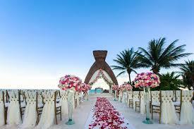 16 Breathtaking Destination Wedding Ceremony Decorations