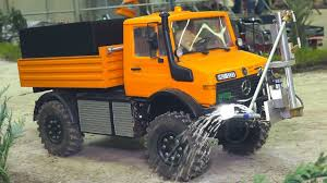 STUNNING RC MODEL TRUCK MB UNIMOG WITH WATER SPRAYER IN ACTION ...