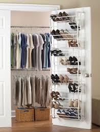 kleiderschrank organisieren platzsparend einräumen tipps