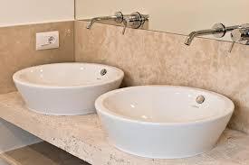 badezimmer aus travertin romano classico strauß natursteine