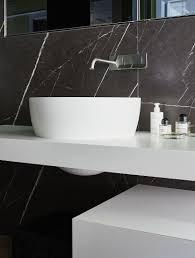 modernes waschbecken und schwarzer bild kaufen