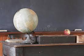 le bureau vintage salle de classe de vintage avec le bureau et le tableau noir