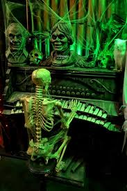 Halloween Town Burbank Ca by Spookshows Com Blog Halloweentown Store Window Displays
