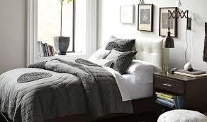 schlafzimmmer inspiration in grau mit wandgestaltung