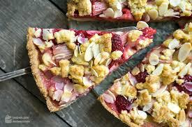 säuerlich süßer himbeer rhabarber kuchen