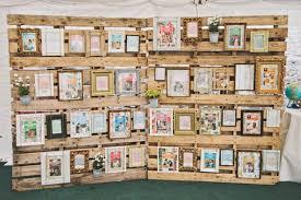 plan de table vintage cadres sur planche en bois j ai dit oui