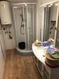 badezimmer dusche badewanne rückwand holzbeschichtung das