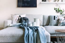 wohnzimmer grau blau caseconrad