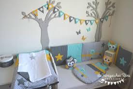chambre bébé grise et décoration et linge de lit bébé turquoise moutarde gris argent