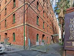 100 Loft Apartments Melbourne Ultrachic Top Floor New York Style Apartment Southbank