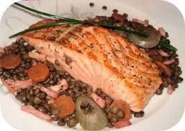 cuisiner pavé de saumon poele pavé de saumon aux lentilles vertes