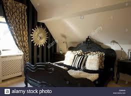 schlafzimmer schwarz weiss gold caseconrad