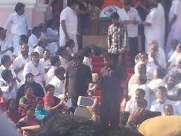 Dmdk Mla Help Desk by Live Jayalalithaa Being Buried Sasikala Performs Last Rituals