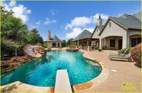 100 Dream Houses Inside Go Selena Gomezs Texas Home Photo 1070864 Photo